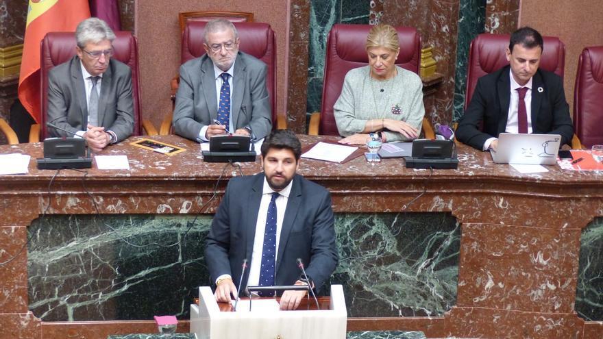 El candidato a la presidencia de la Región de Murcia, Fernando López Miras, durante el discurso de investidura
