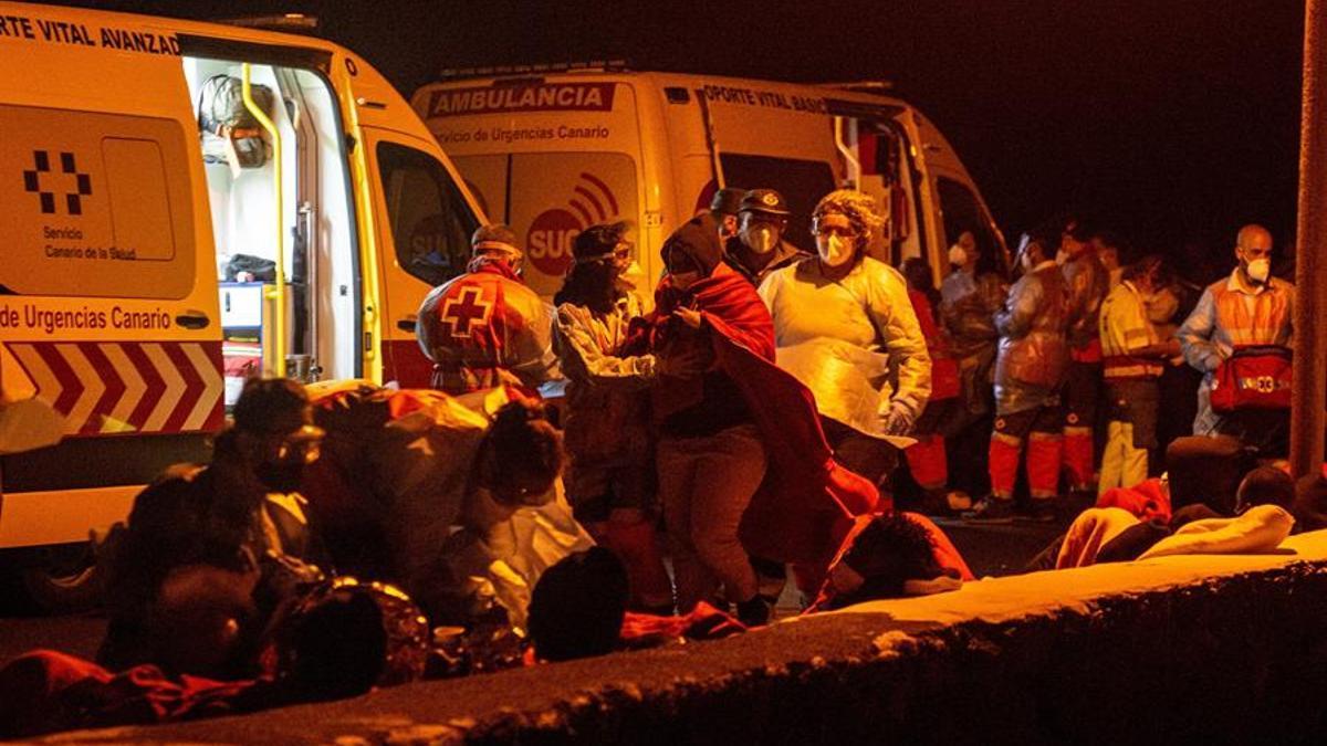 Dispositivo de emergencia dispuesto en Órzola, en el norte de Lanzarote, para prestar los primeros auxilios a los supervivientes