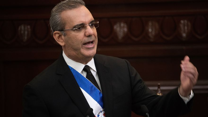 """El presidente dominicano Abinader desea """"éxitos"""" a Castillo"""