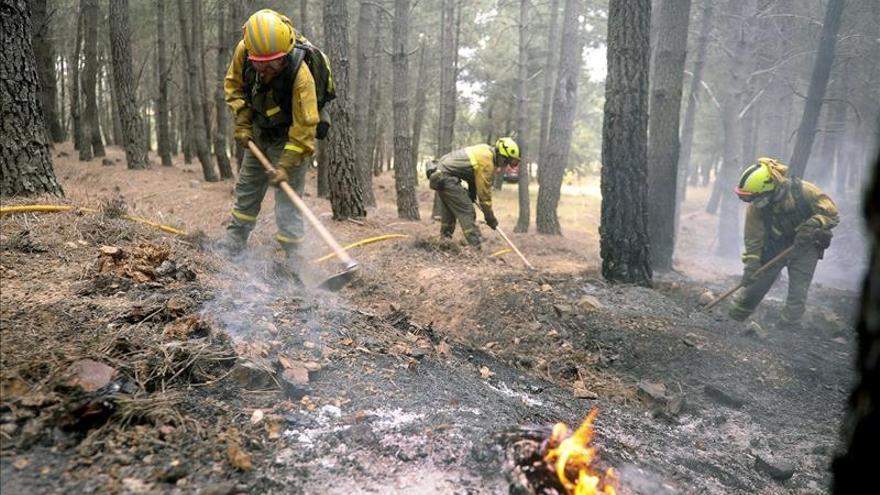 Declaran el nivel 0 de riesgo en el incendio de Bustares, en Guadalajara
