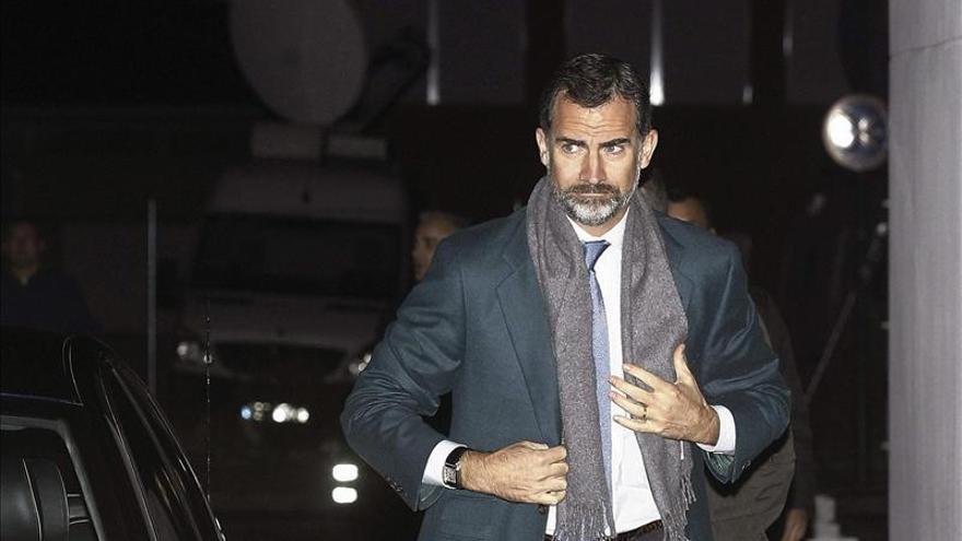 El Príncipe suspende su viaje a Brasil por la avería en un alerón de la aeronave