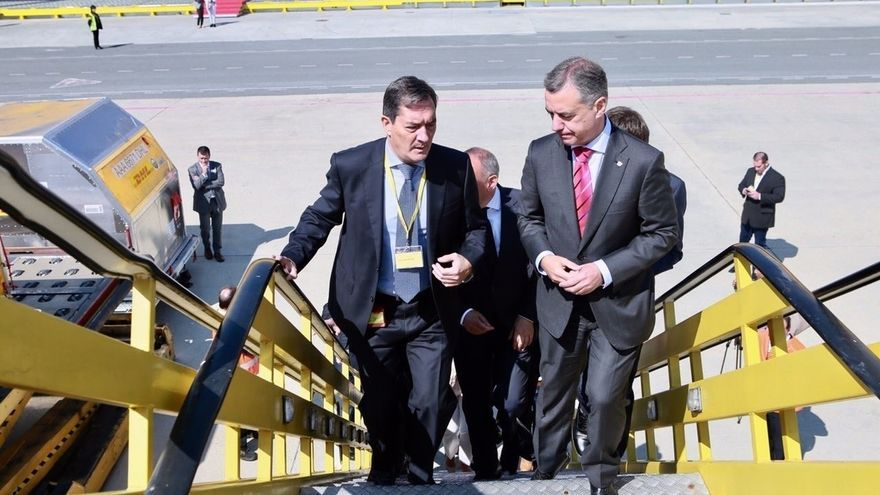 Urkullu subraya que la ampliación de las instalaciones de DHL en Foronda fortalece la competitividad del aeropuerto