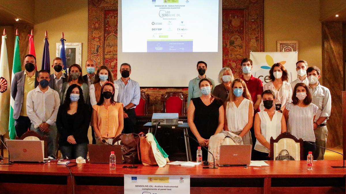 Participantes en la jornada final del Grupo Operativo Nacional 'Sensolive_Oil' en Córdoba.