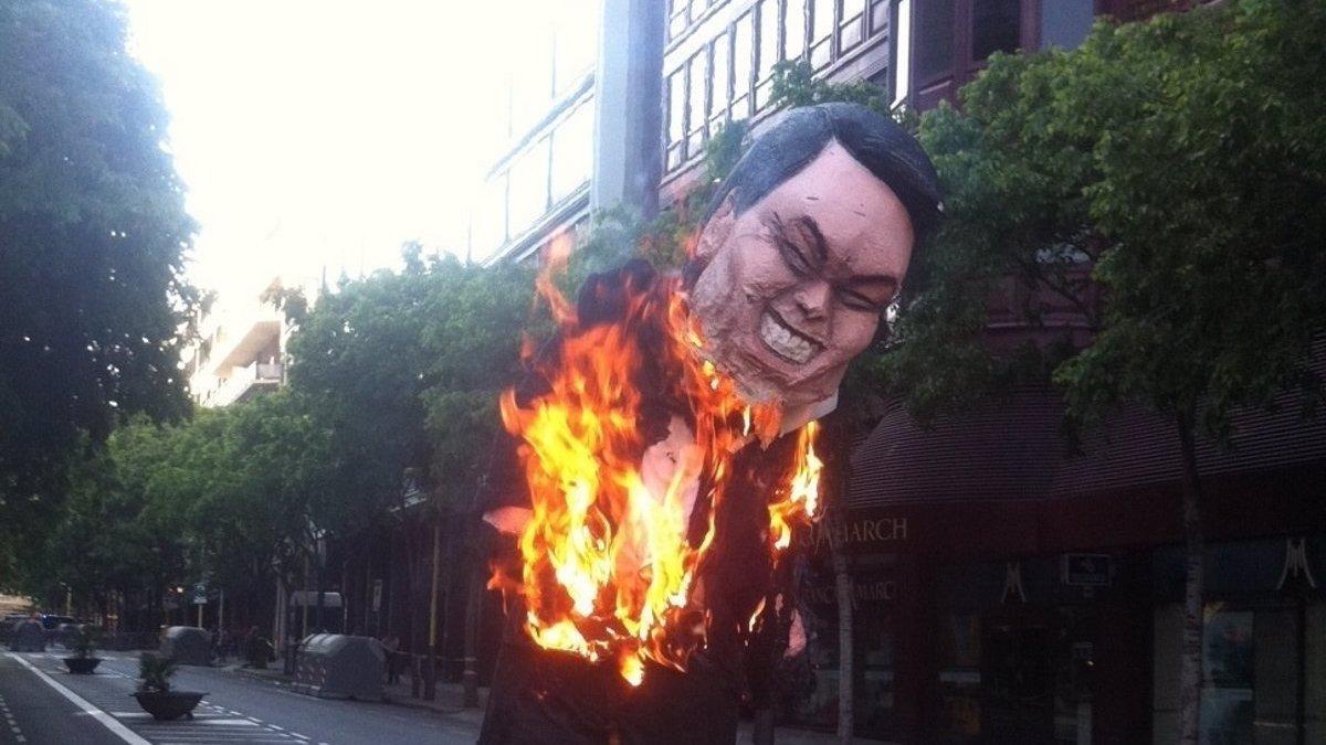Imagen de un avatar de Artur Mas quemado el 1 de mayo de 2011 en Barcelona