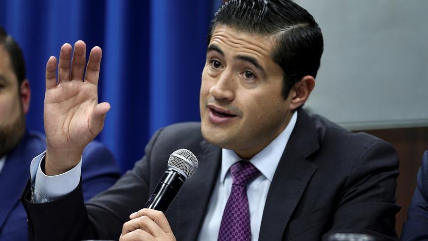"""En la imagen un registro del ministro de Finanzas de Ecuador, Richard Martínez, quien afirmó que el préstamo se enfocará en el apoyo a """"mujeres emprendedoras y en sectores que demandan de una atención prioritaria""""."""
