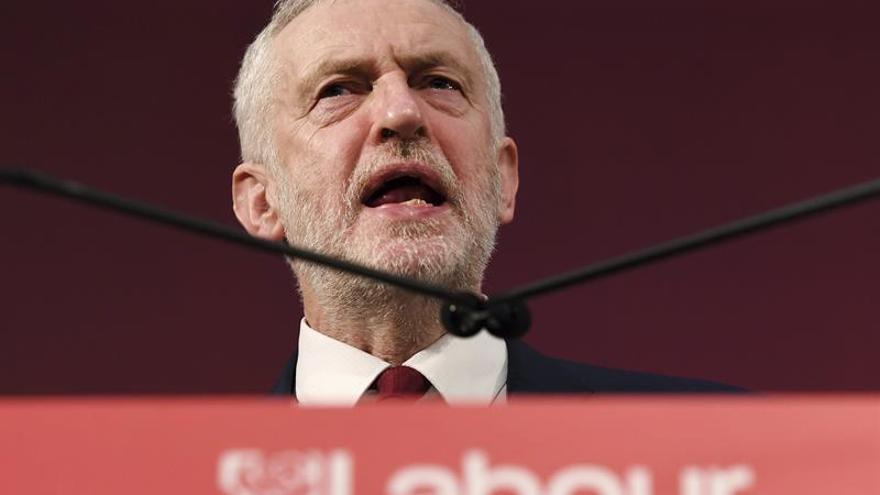 """Corbyn llama a la """"unidad"""" del laborismo entre acusaciones de un complot"""
