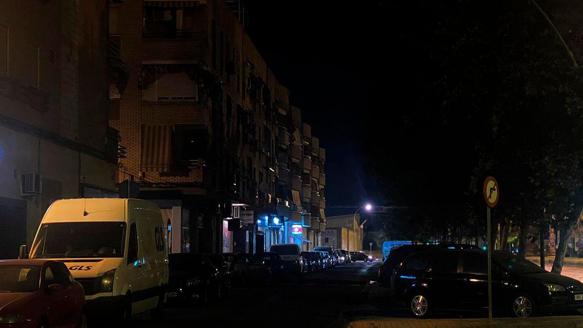 Avenida de Libia sin iluminación.