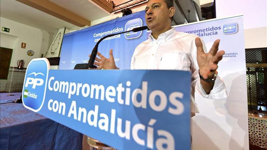Sanz se retira de la carrera sucesoria en el PP andaluz y respalda a Moreno