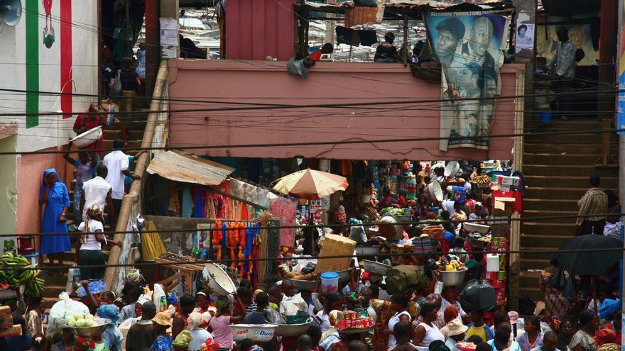El mercat de Kejetia, a la ciutat de Kumasi, a la regió ghanesa de Ashanti / Adam Cohn