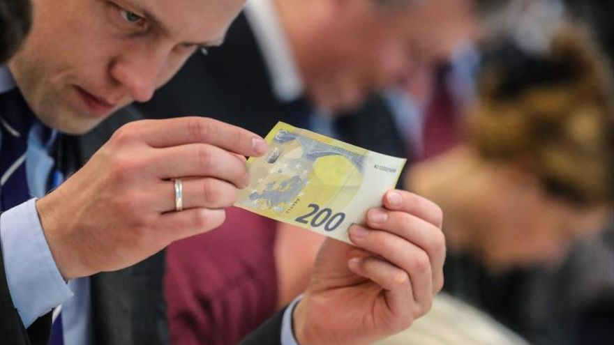 Nuevos billetes de 100 y 200 euros entrarán en circulación el 28 de mayo 2019