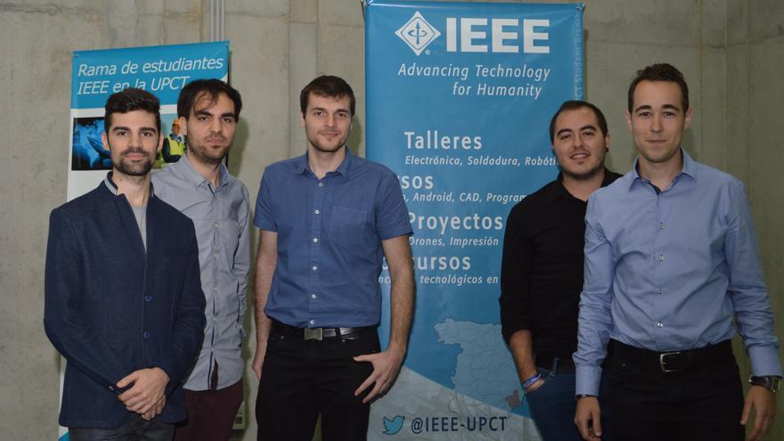 Alejandro Díaz Giménez, Víctor Manuel López Robles y Antonio Hernández Díaz, de la Escuela de Industriales de la UPCT, premiados