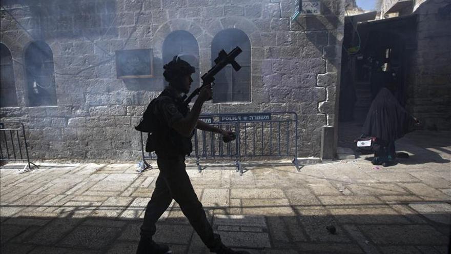 Palestinos y policía israelí vuelven a enfrentarse en la explanada de las Mezquitas