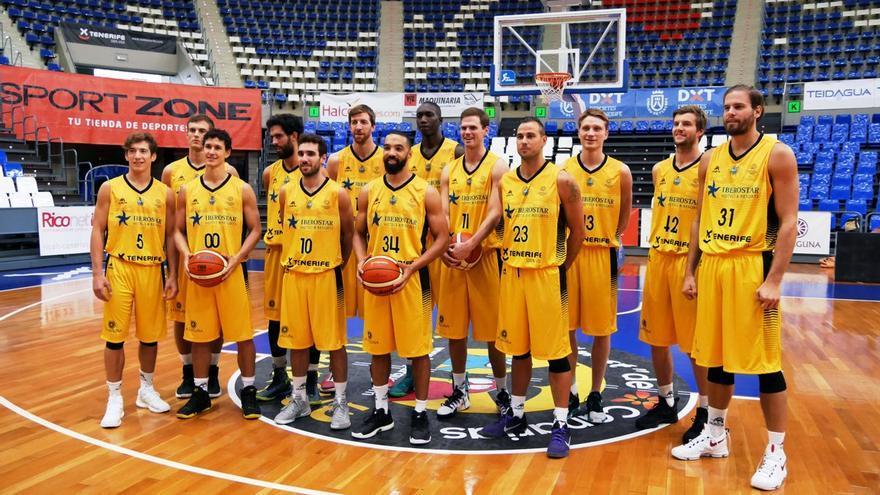Los jugadores del Iberostar Tenerife durante el 'open media day'.