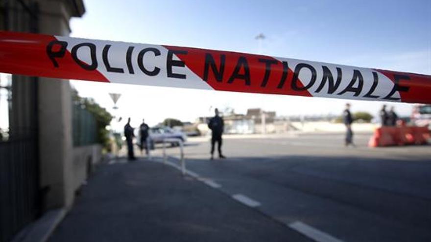 La policía mata a los dos secuestradores de una iglesia de Normandía