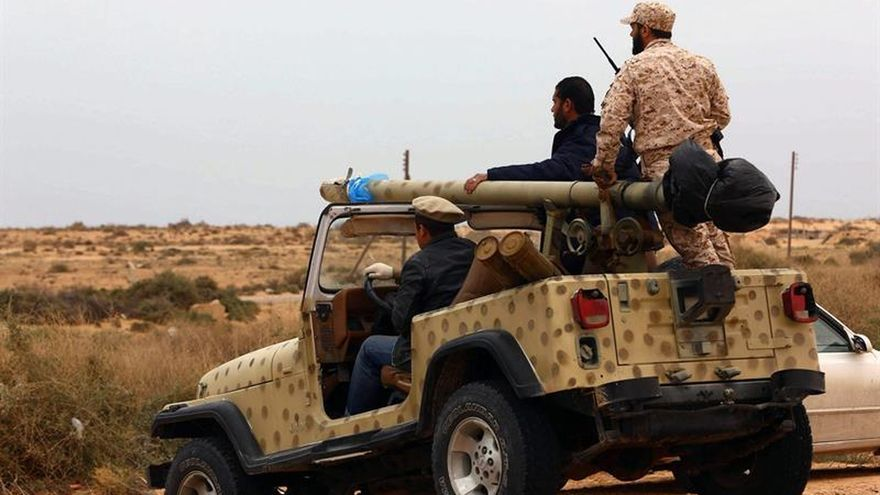 La alianza libia avanza por el oeste hacia Sirte en un intento por cercar al EI
