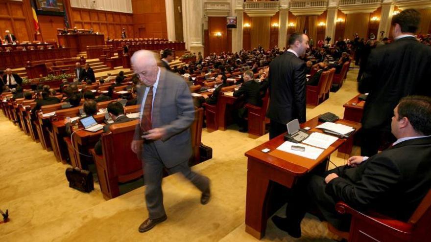 El Tribunal Constitucional rumano tumba la ley que despenalizaba la corrupción política