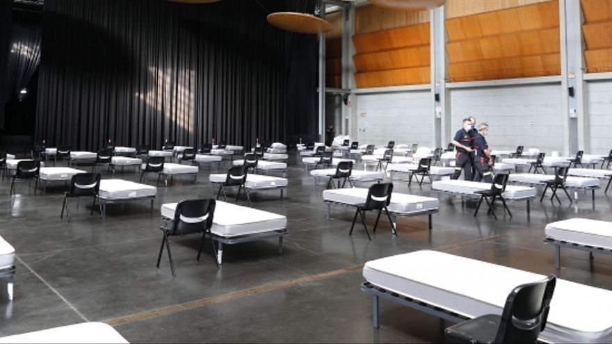 Visita a las instalaciones de acogida de enfermos leves o asintomáticos por Covid en el Auditorio de Zaragoza