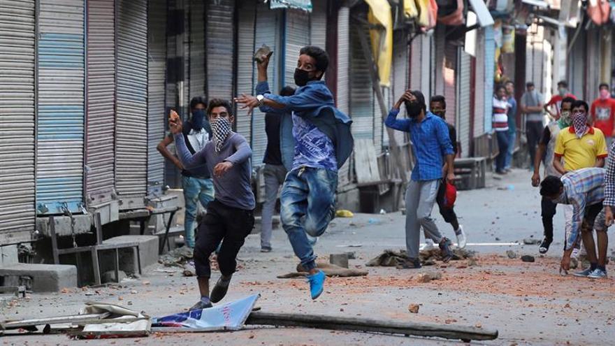 La Cachemira india bajo toque de queda, tercer día de violencia y un balance de 23 muertos