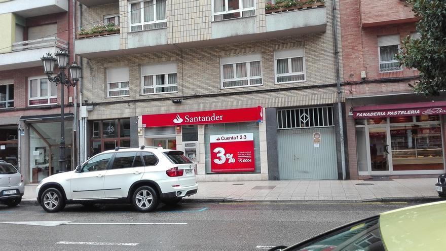 Banco santander anuncia despidos y el cierre de hasta 450 for Oficinas banco de santander