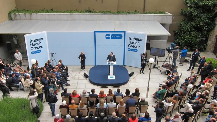 """Rajoy erige al PP como valor seguro frente a los que quieren """"partir España, los extremistas y los radicales"""""""