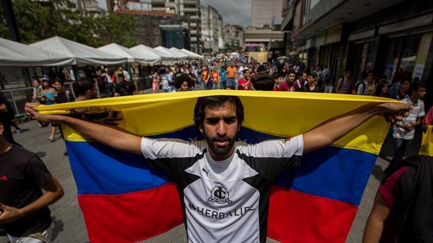 Estudiantes venezolanos marchan a la Nunciatura  para exigir un diálogo