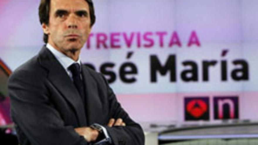 El expresidente del Gobierno José María Aznar, momentos antes de la entrevista que ha concedido esta noche a la cadena de televisión Antena 3. EFE/Kiko Huesca