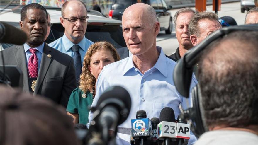 El gobernador Scott y su familia evacúan su residencia en la costa de la Florida