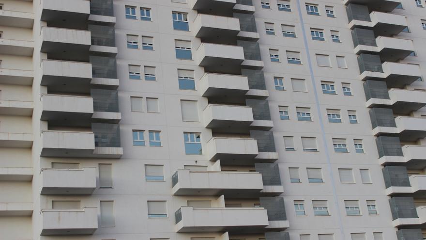 Bloque de viviendas junto a Nueva Condomina, al norte de Murcia / PSS
