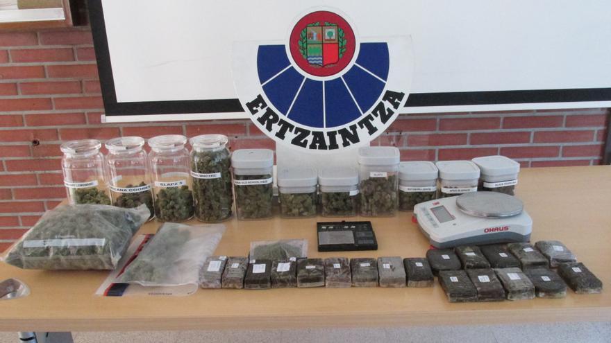 Droga incautada por la Ertzaintza en una operación en Pasaia