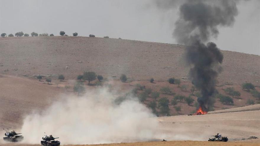 El Ejército turco bombardea posiciones de las FSD cerca de Manbech en Siria