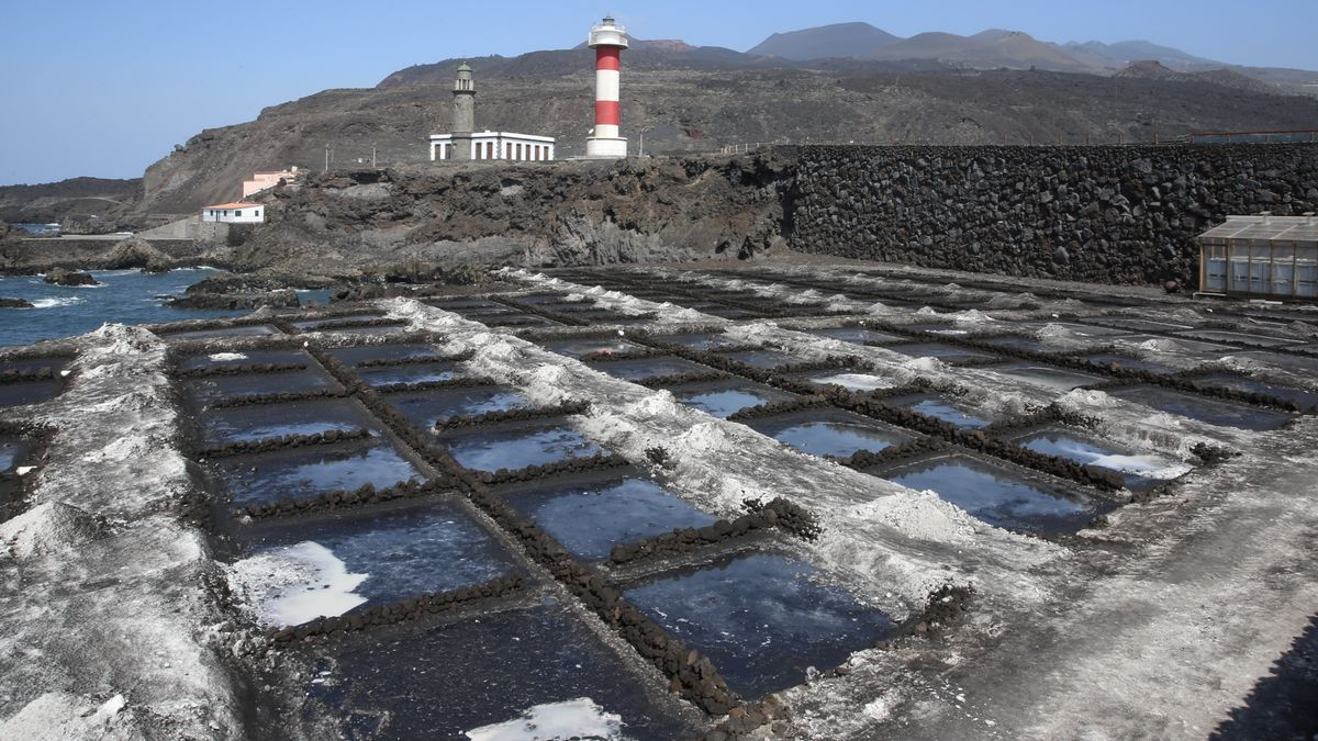 Salinas de Fuencaliente con ceniza volcánica.