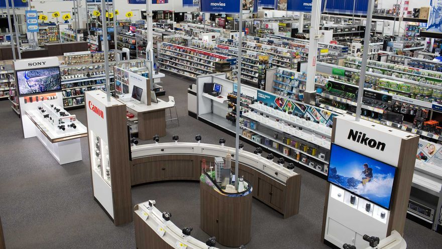 Interior del Best Buy de Miami Beach. CORPORATE BEST BUY