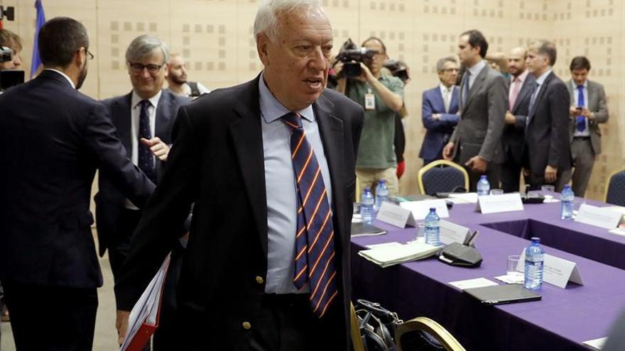 El ministro de Asuntos Exteriores en funciones, José Manuel García-Margallo, llega a la primera reunión interministerial sobre Gibraltar tras el referéndum en el Reino Unido a favor del Brexit y cuando el embajador de este país, Simon Manley, ha sido convocado por un nuevo incidente en el Peñón, que preside este 12 de julio en el Palacio de Viana.