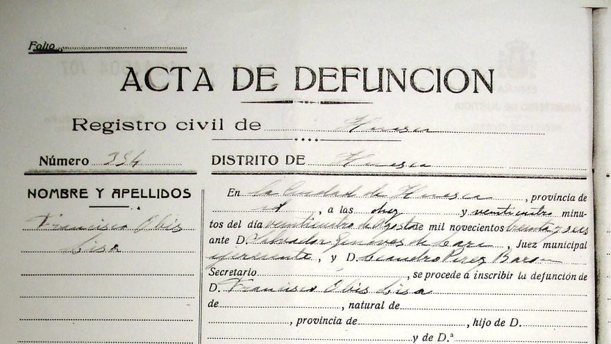 """Acta de defunción de Francisco Obis, en la que se dice que falleció por """"herida de arma de fuego""""."""