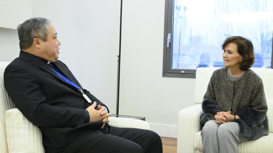La vicepresidenta del Gobierno, Carmen Calvo, durante su reunión con el nuevo nuncio del Vaticano en España, Bernardito Auza.