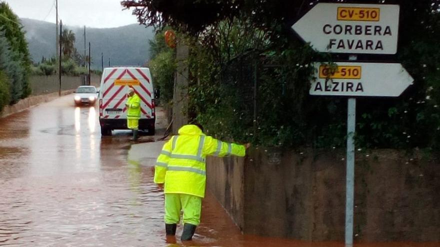 Diversas carreteras permanecen cortadas en la Ribera Alta