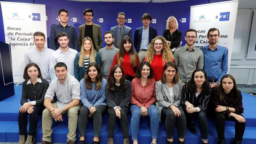 Alumnos de Periodismo empiezan a formarse con las becas la Caixa-Agencia EFE