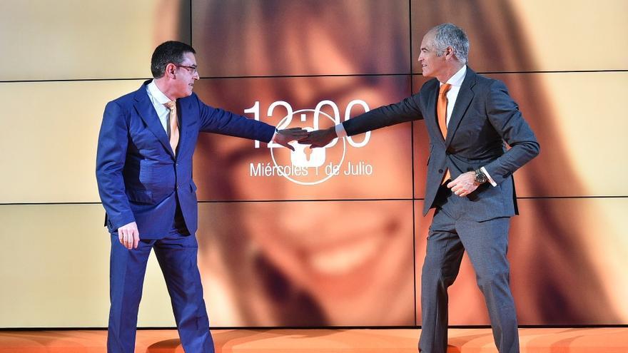 Alberto Erauzkin y Fernnado Ojeda en el acto oficial de inicio de cotización de Euskaltel en la Bolsa de Bilbao