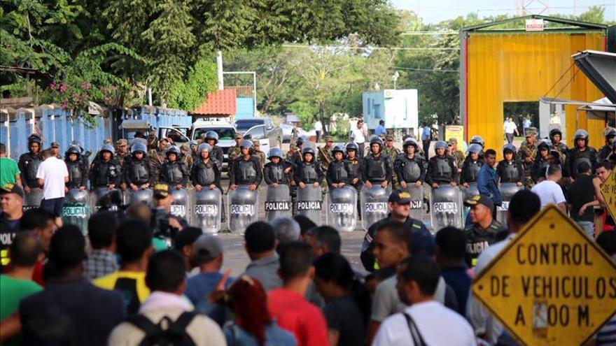 Solís subraya la situación humanitaria de los cubanos y critica la postura de Nicaragua
