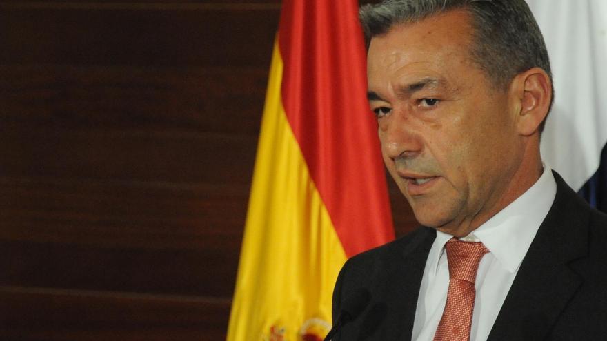 """Rivero clama a Rajoy que se ocupe de Canarias para que las islas no se conviertan en un """"problema de Estado"""""""