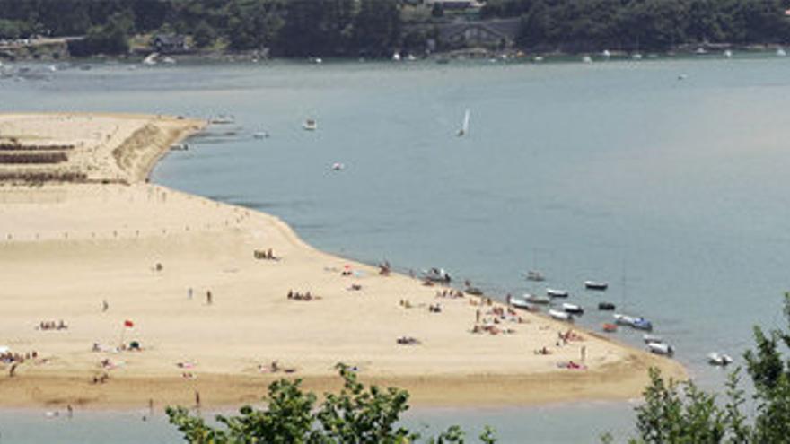 Imagen de la playa de Laida, en Urdaibai, donde se vierten aguas fecales./EDN