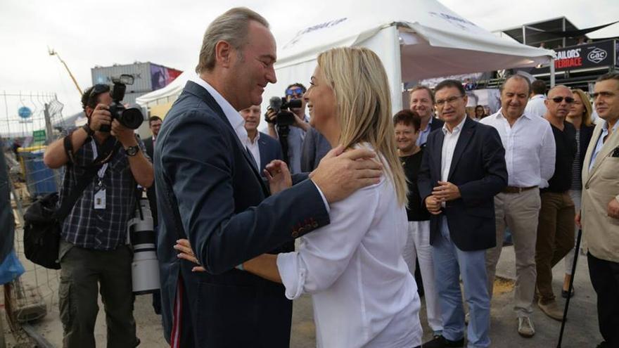 Alberto Fabra y Sonia Castedo en Alicante, antes de la salida de Volvo Ocean Race. / Facebook Sonia Castedo