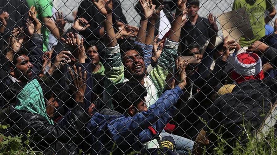 Al menos 15 heridos en las revueltas en el centro griego de detención de Moria