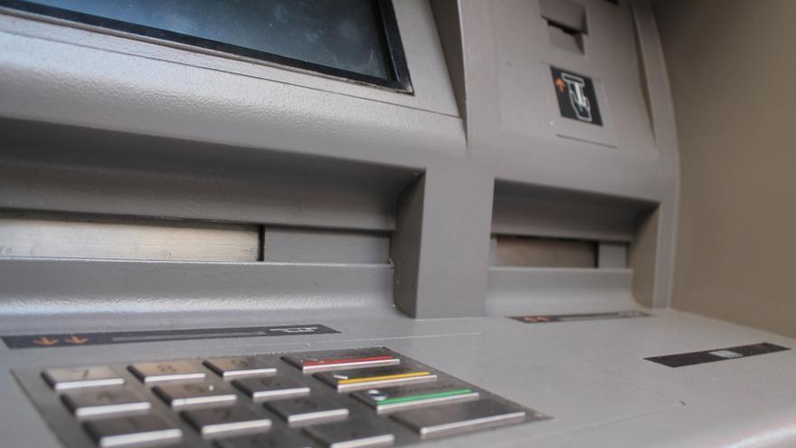 El banco de espa a rechaza que puedan cobrarse dos for Cajeros banco santander para ingresar dinero