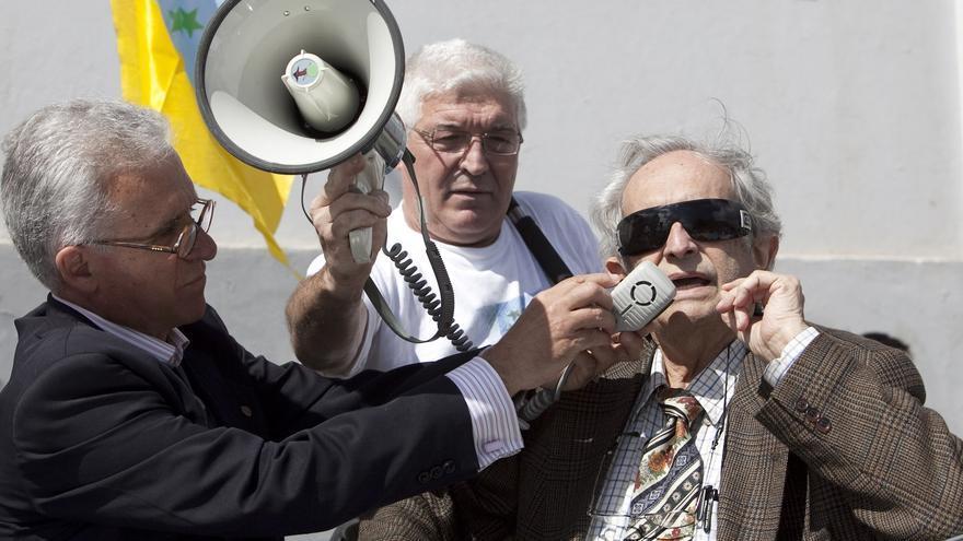 Antonio Cubillo en una marcha por la independencia de Canarias