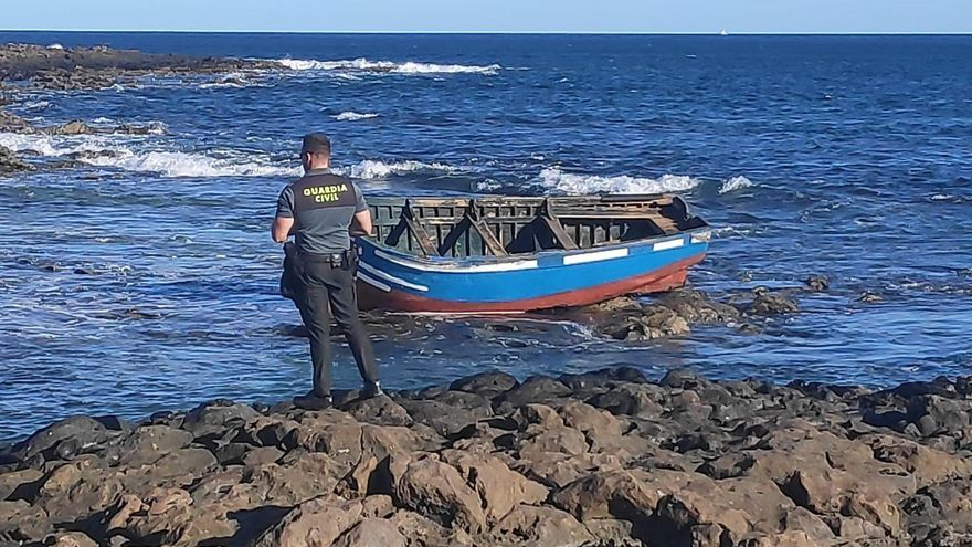 Llegan nueve migrantes en una patera a Lanzarote y se busca a más ocupantes
