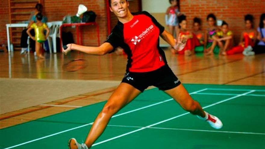 Laura Molina, puntal del equipo de badminton de La Rinconada, Sevilla