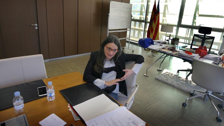 Mónica Oltra durante la entrevista.