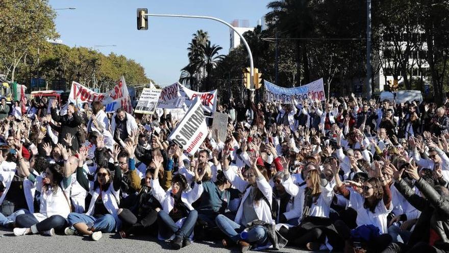 Médicos de Cataluña afrontan tercer día huelga tras nuevo fracaso negociador