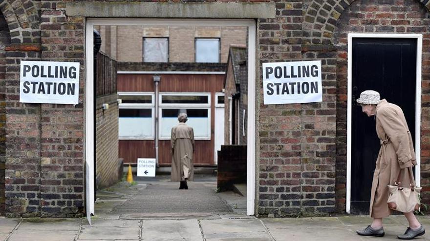 Cierran los colegios electorales en el referéndum sobre la UE